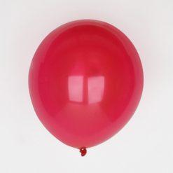 Punainen luonnonkuminen ilmapallo